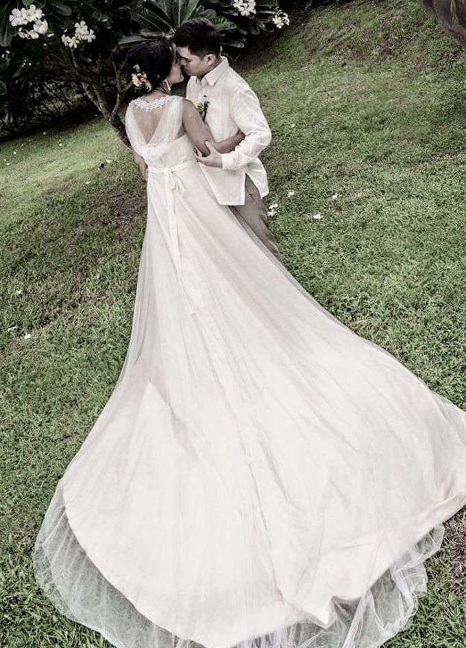 Beautiful Low-back Wedding Gown by Obra Alta Costura - 003