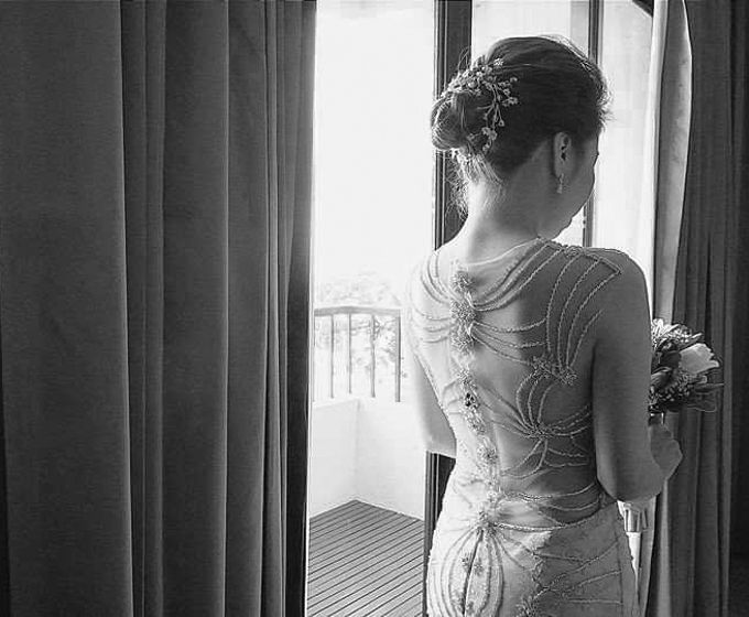Beautiful Low-back Wedding Gown by Obra Alta Costura - 001