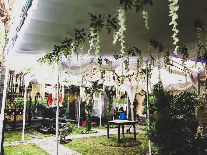 Tambahkan ke board jaimie and putri wedding by bali flower decor 001