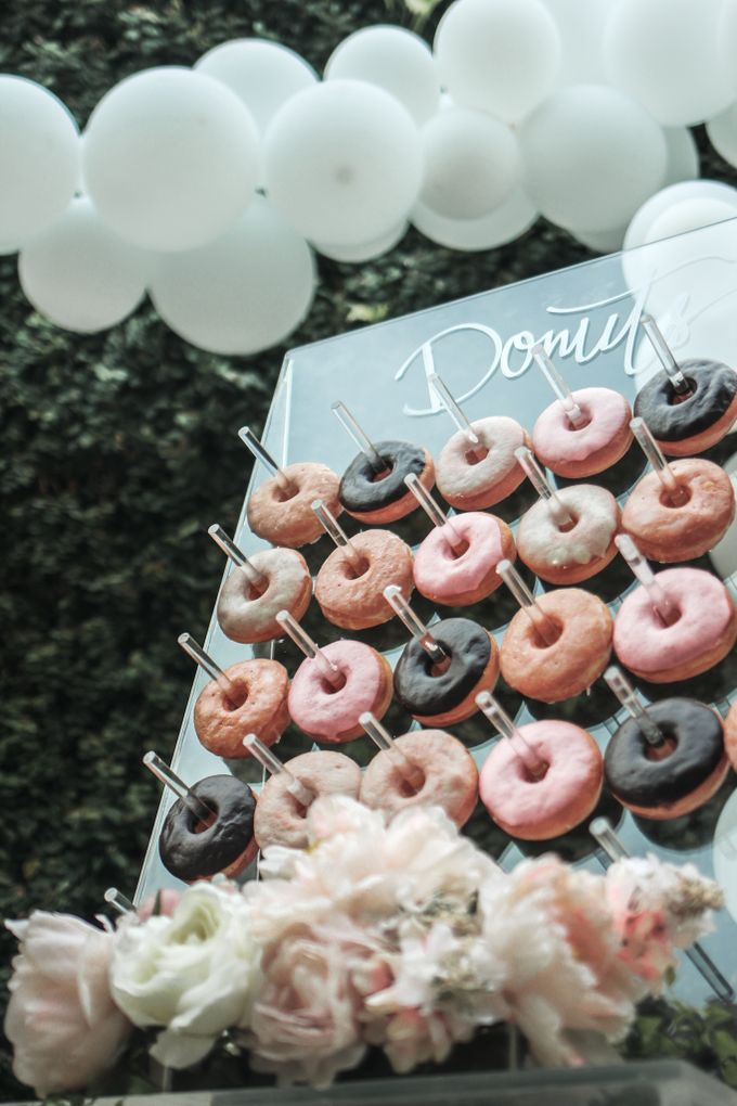 Donut Wall by Gordon Blue Cake - 009