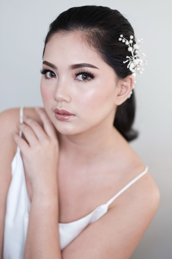 Soft Glam Wedding Makeup + Simple Hairdo For Indah by Devina Martina Sulam Alis - 001
