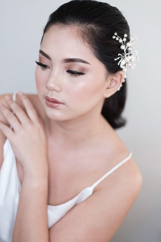 Soft Glam Wedding Makeup + Simple Hairdo For Indah by Devina Martina Sulam Alis - 003