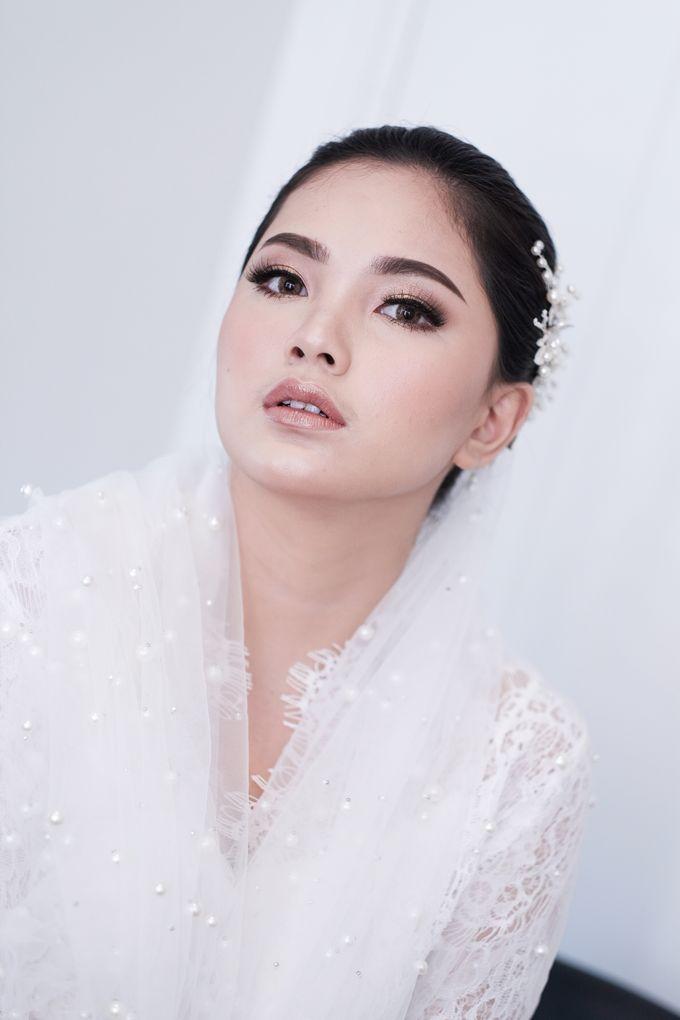 Soft Glam Wedding Makeup + Simple Hairdo For Indah by Devina Martina Sulam Alis - 004