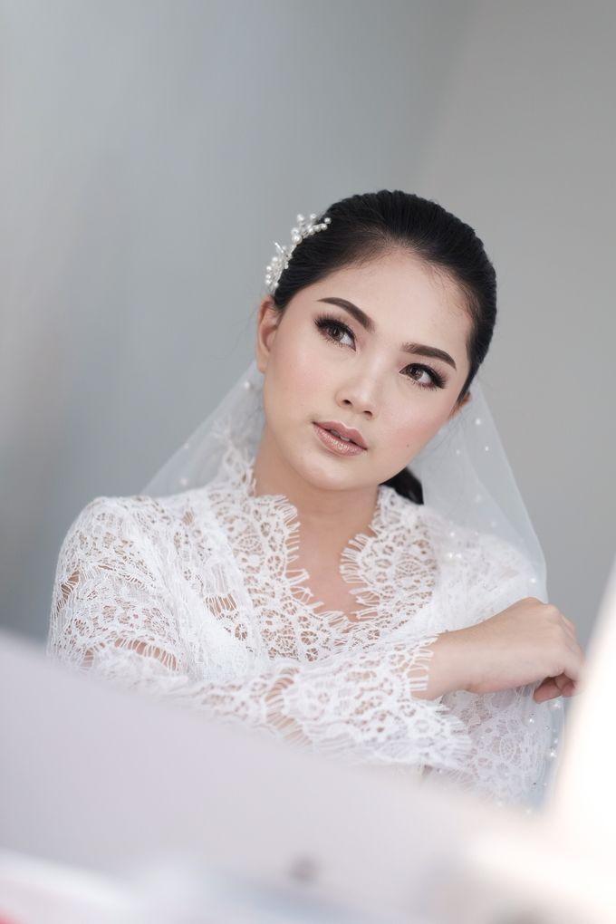 Soft Glam Wedding Makeup + Simple Hairdo For Indah by Devina Martina Sulam Alis - 007