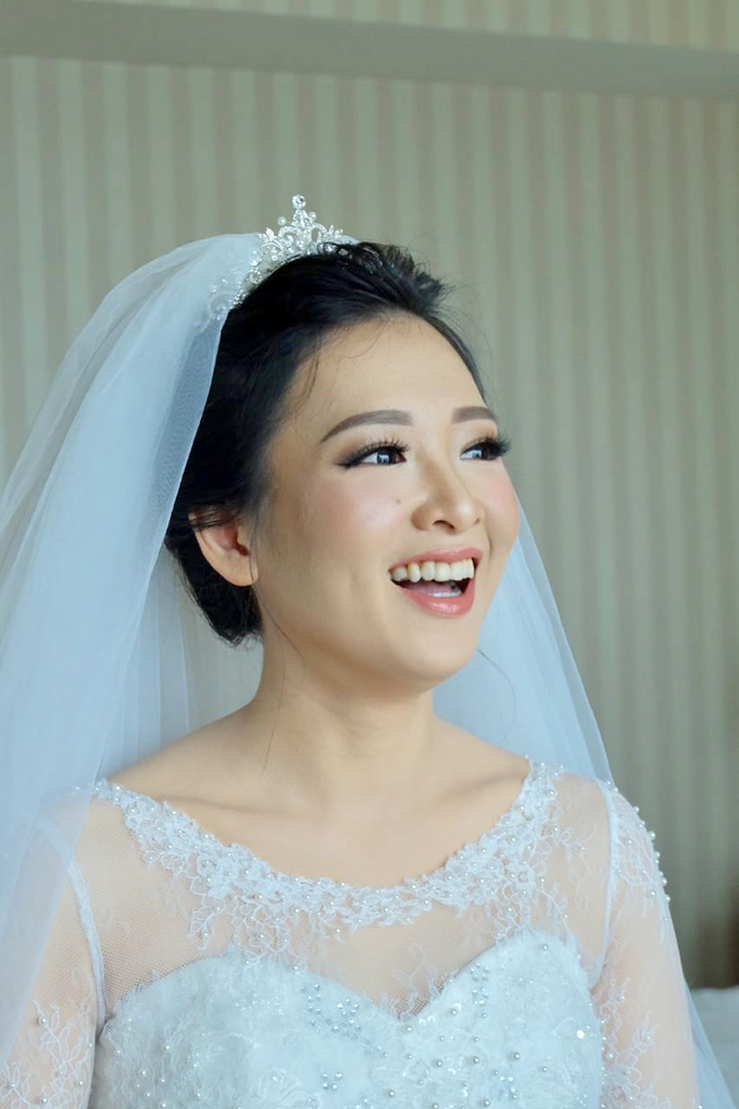 Beautiful Bride Vynda by Luminous Bridal Boutique - 001