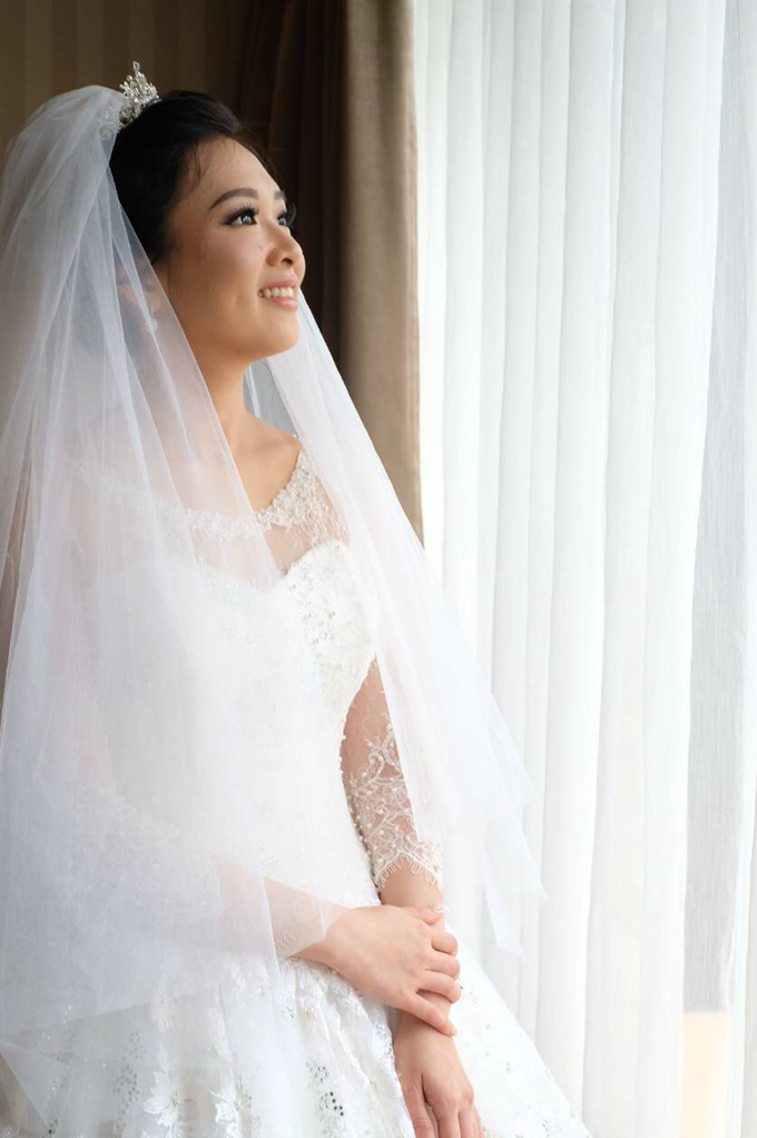 Beautiful Bride Vynda by Luminous Bridal Boutique - 006