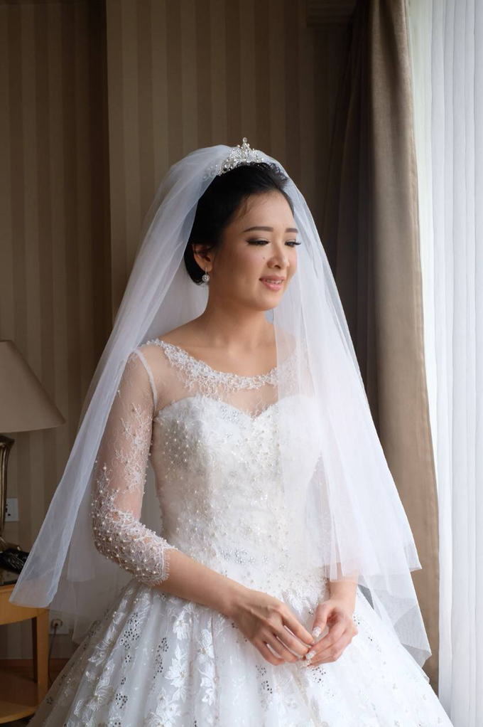 Beautiful Bride Vynda by Luminous Bridal Boutique - 007