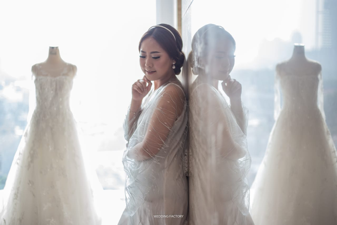 Wedding Day Juli and Victor by Luminous Bridal Boutique - 002
