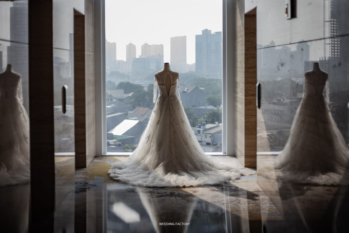 Wedding Day Juli and Victor by Luminous Bridal Boutique - 004