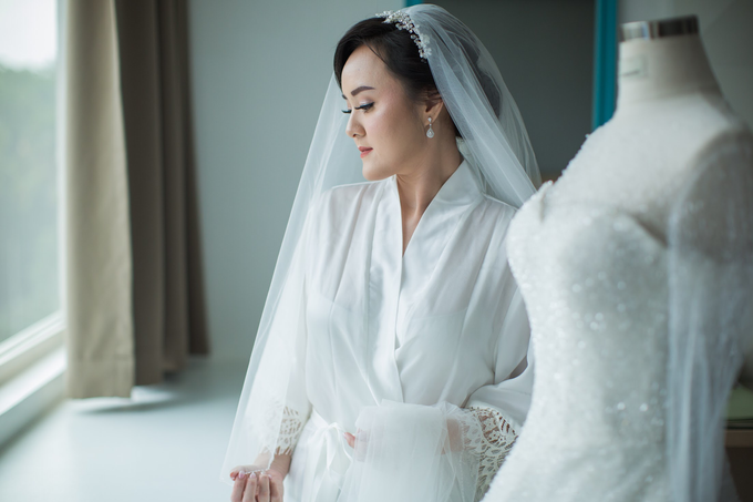 Wedding Day Chyntia and Adi by Luminous Bridal Boutique - 007