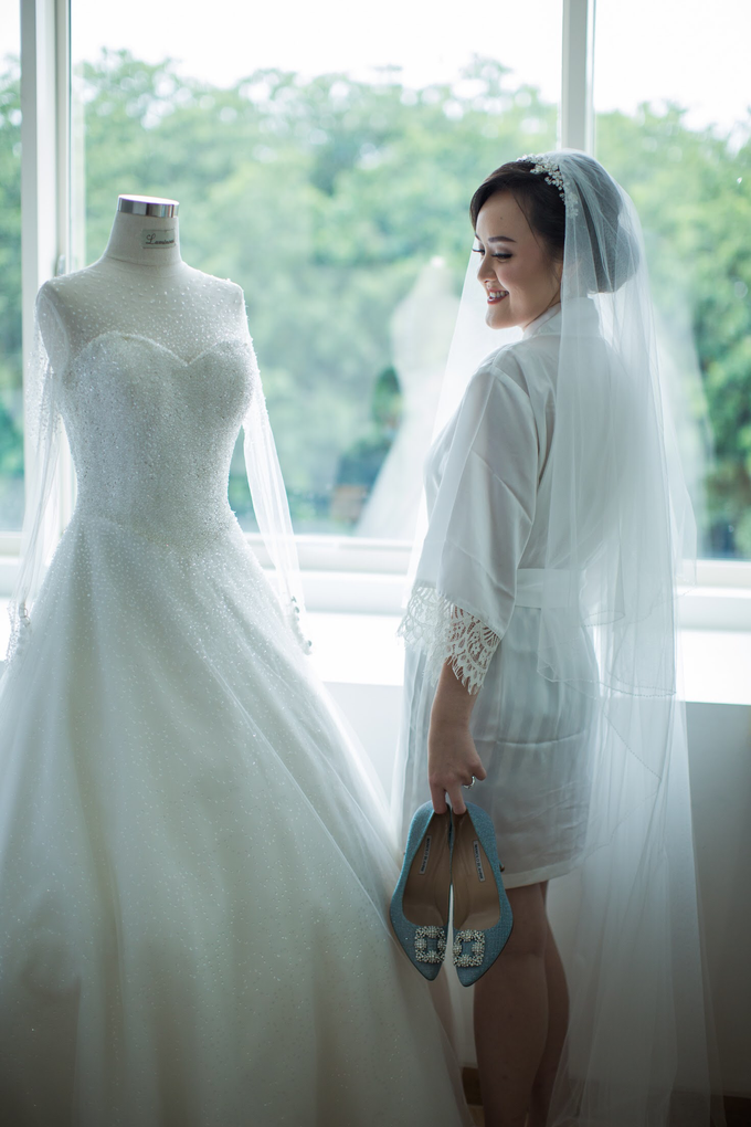 Wedding Day Chyntia and Adi by Luminous Bridal Boutique - 008