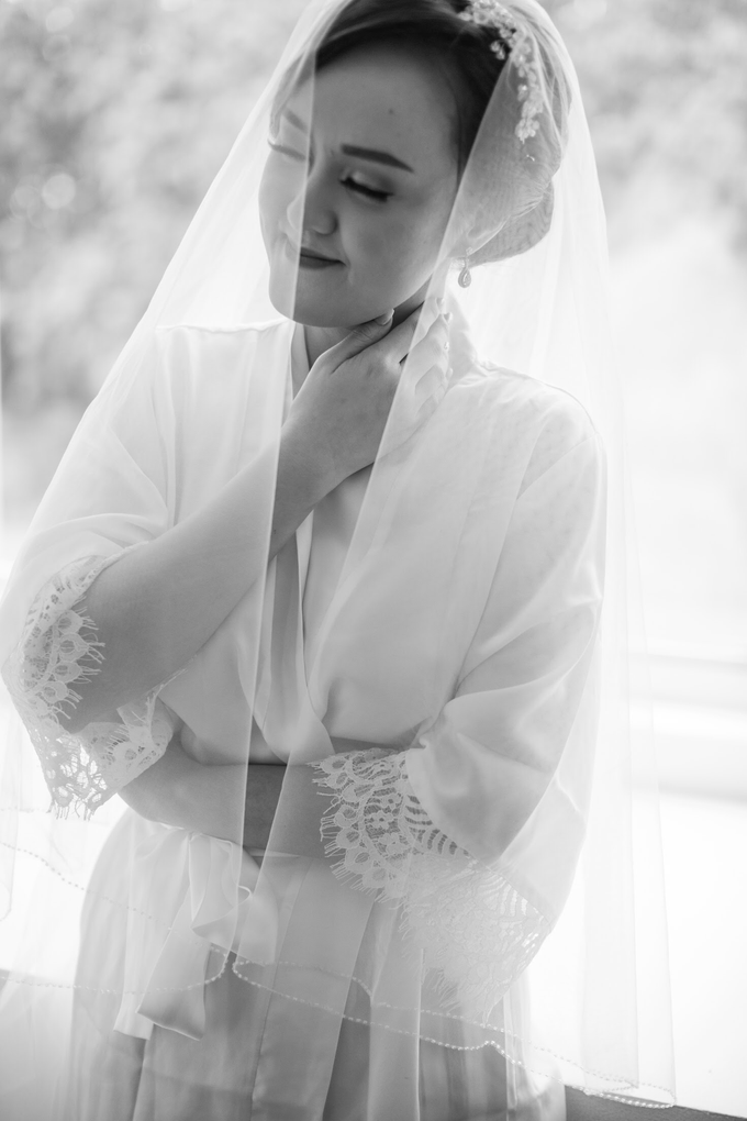 Wedding Day Chyntia and Adi by Luminous Bridal Boutique - 009