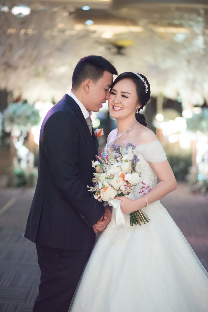 Wedding Day Chyntia and Adi by Luminous Bridal Boutique - 019