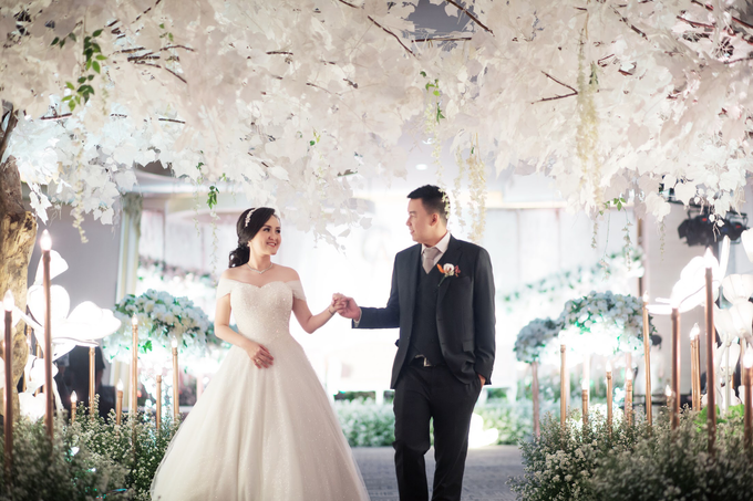Wedding Day Chyntia and Adi by Luminous Bridal Boutique - 020
