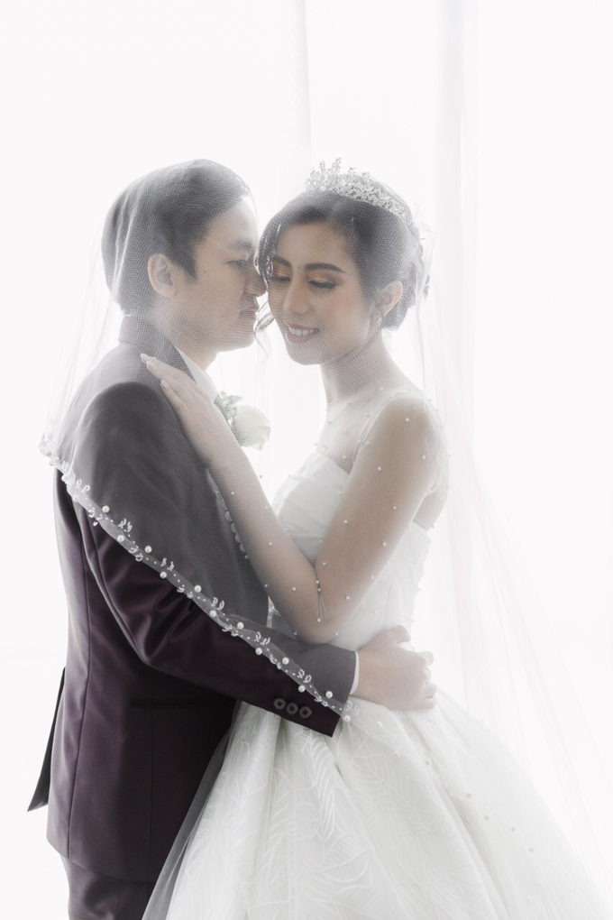 Wedding Day Dirga and Deviani by Luminous Bridal Boutique - 014