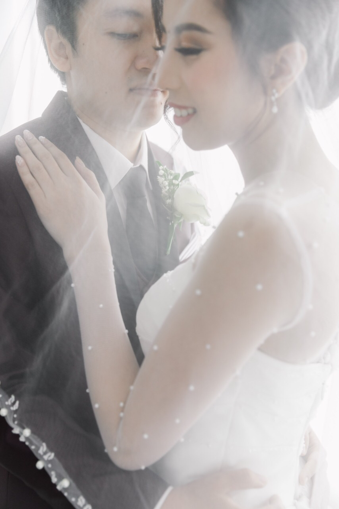 Wedding Day Dirga and Deviani by Luminous Bridal Boutique - 016