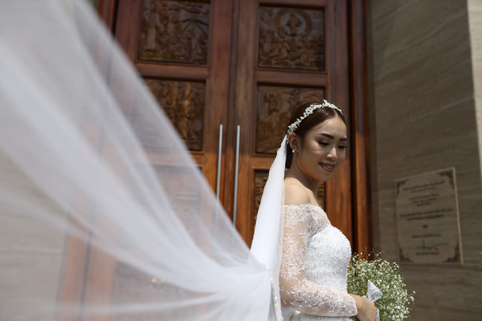 Wedding Day Krisna and Ceacilia by Luminous Bridal Boutique - 018