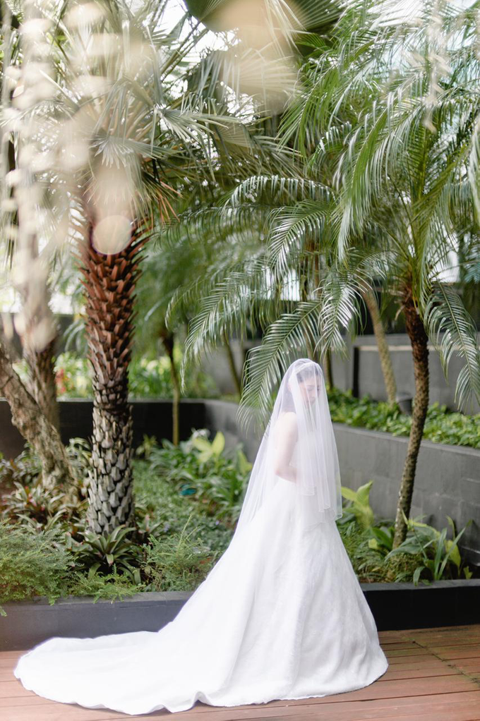 Wedding Day Risky and Theresia by Luminous Bridal Boutique - 013