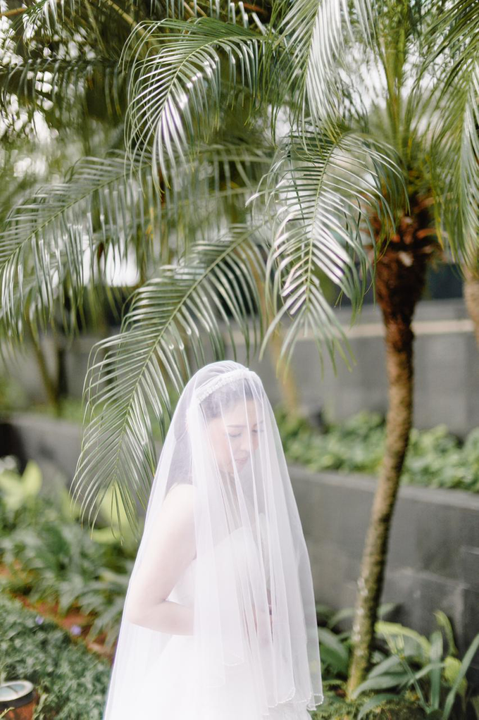 Wedding Day Risky and Theresia by Luminous Bridal Boutique - 014
