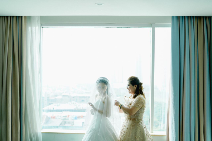 Wedding Day Risky and Theresia by Luminous Bridal Boutique - 017