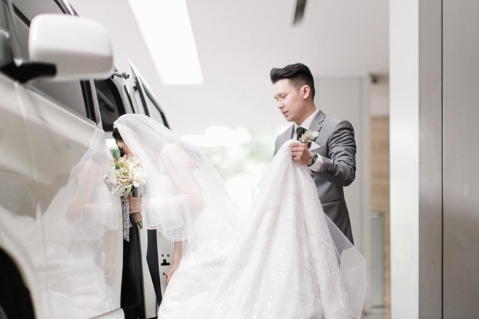 Wedding Day Risky and Theresia by Luminous Bridal Boutique - 027