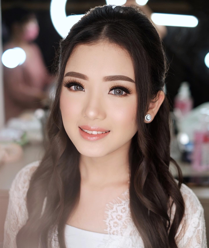 Wedding Makeup by Lydia Merry  by Lydia Merry Makeup Artist - 003