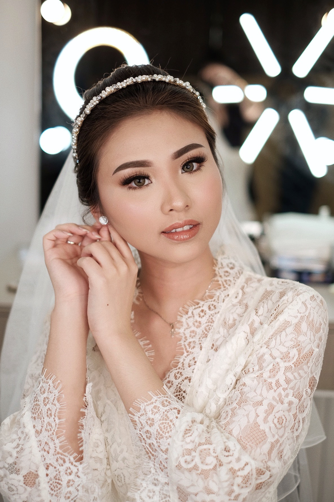 Wedding Makeup by Lydia Merry  by Lydia Merry Makeup Artist - 011