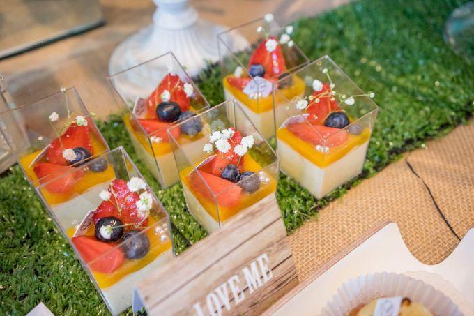 Wedding of Mahendra & Yulia - Jardin Sweet Corner by Questo La Casa Pastry - 013