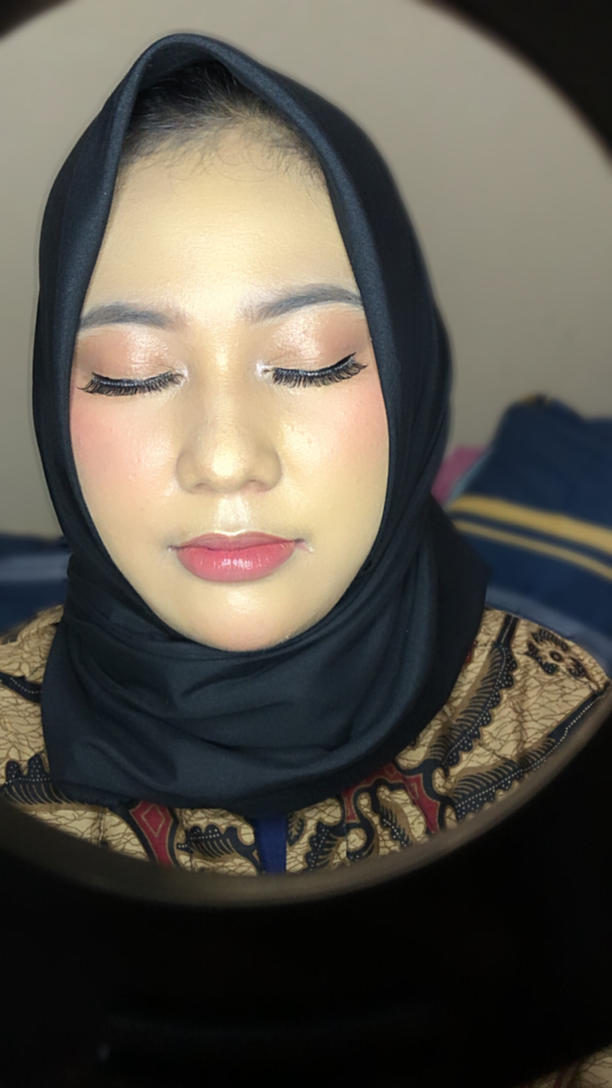 Bridesmaid Makeup by Make up by indy - 005