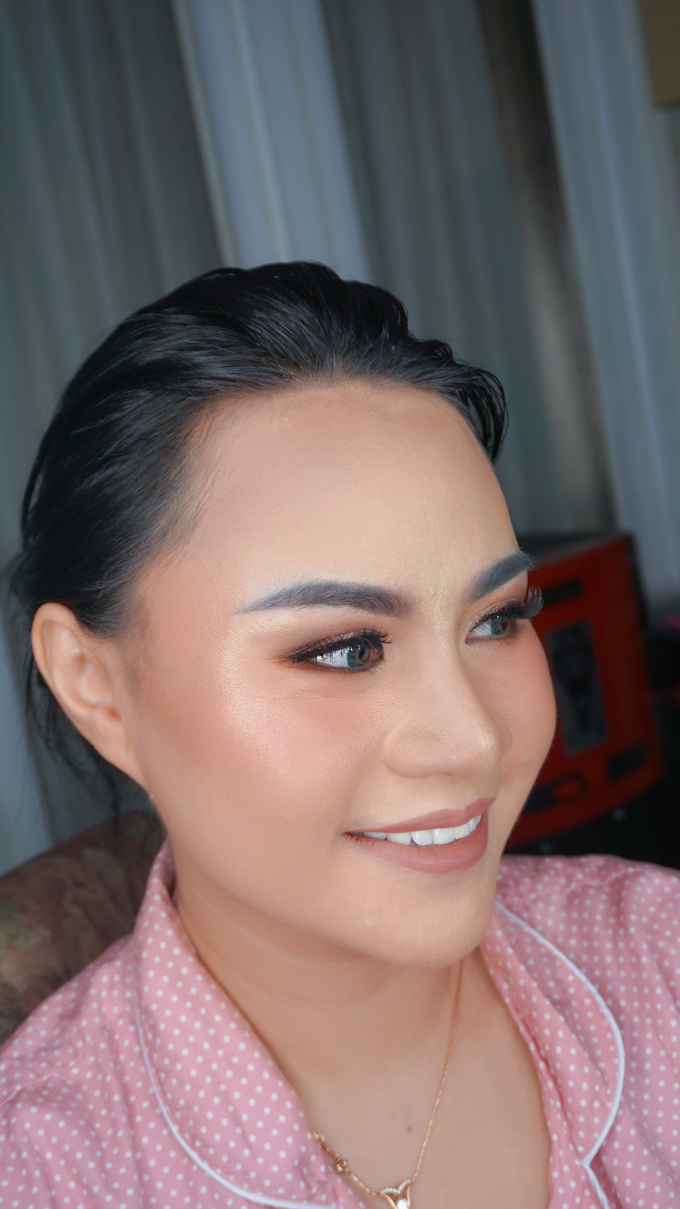 Glowing makeup for Mrs. Amalia by Makeupbyamhee - 002
