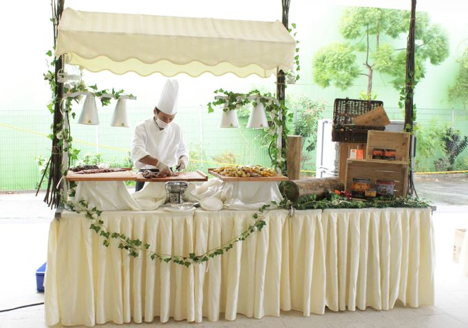 Rustic Garden Of Love by Manna Pot Catering - 030
