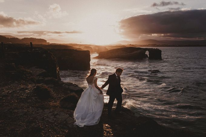 Cathedrals Beach by Manuel Balles. Wedding Photographer. - 023
