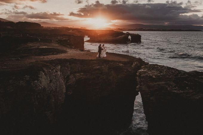 Cathedrals Beach by Manuel Balles. Wedding Photographer. - 025