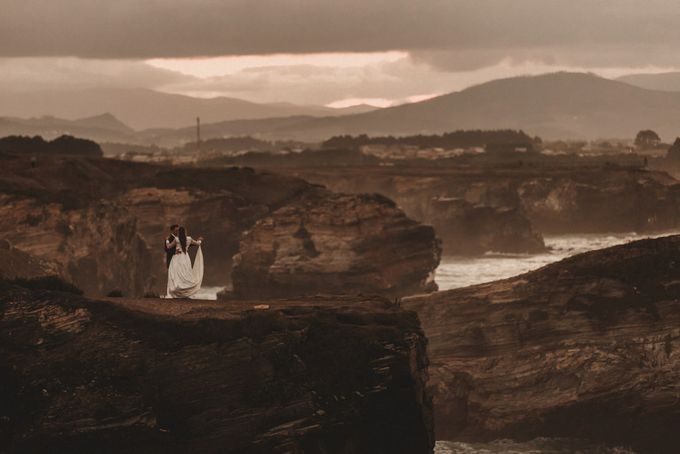 Cathedrals Beach by Manuel Balles. Wedding Photographer. - 035
