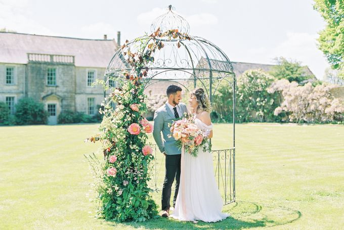 Quintessentially British Dorset Estate Wedding by Liz Baker Photography - 003