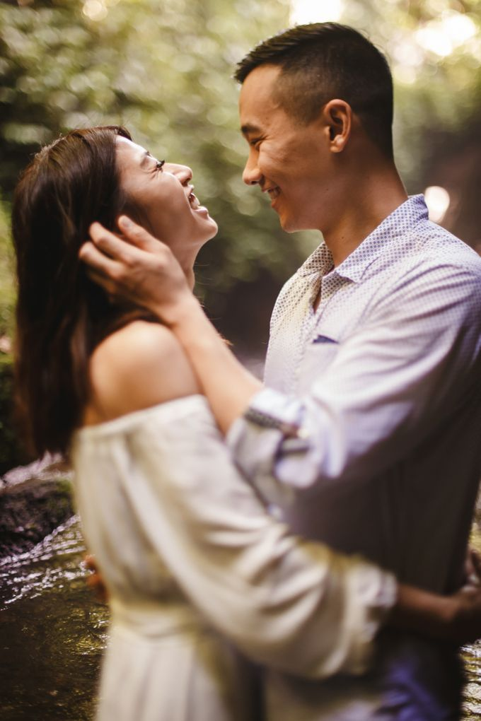Affectionate Couple Portraits of Marianna & Daniel in Bali by fire, wood & earth - 011