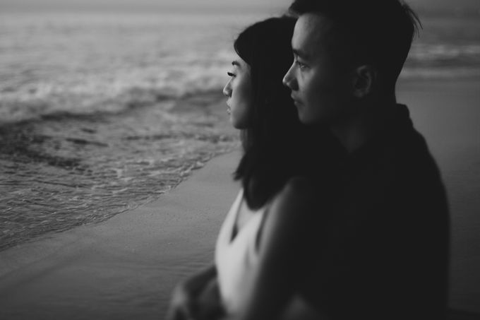 Affectionate Couple Portraits of Marianna & Daniel in Bali by fire, wood & earth - 024
