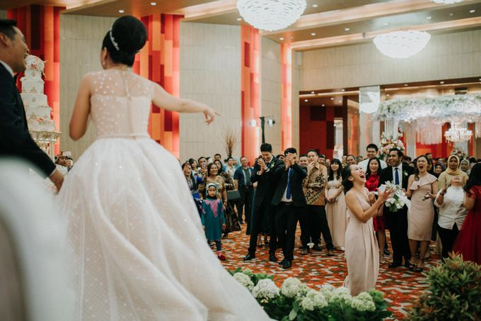 Markus & Ferli Wedding Day - Grand Mercure Kemayoran by Yogie Pratama - 005