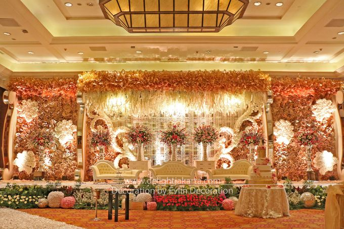 Gold wedding lights by delight jakarta bridestory add to board gold wedding lights by evlin decoration 001 junglespirit Image collections