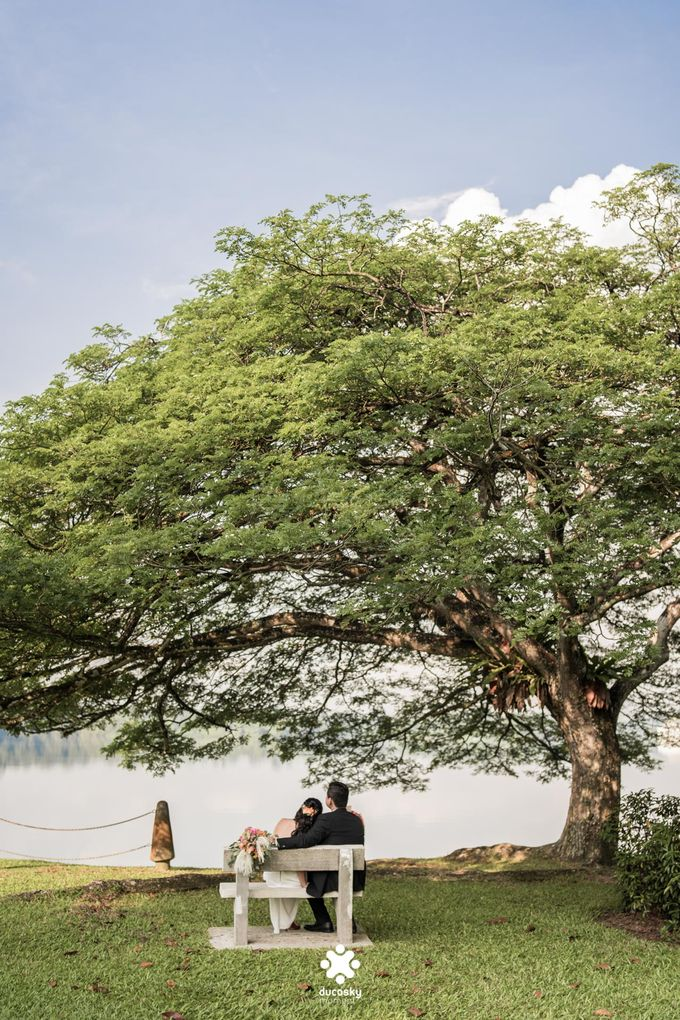 Martin Jnet Pre-Wedding | Strolling in a Park by Ducosky - 006