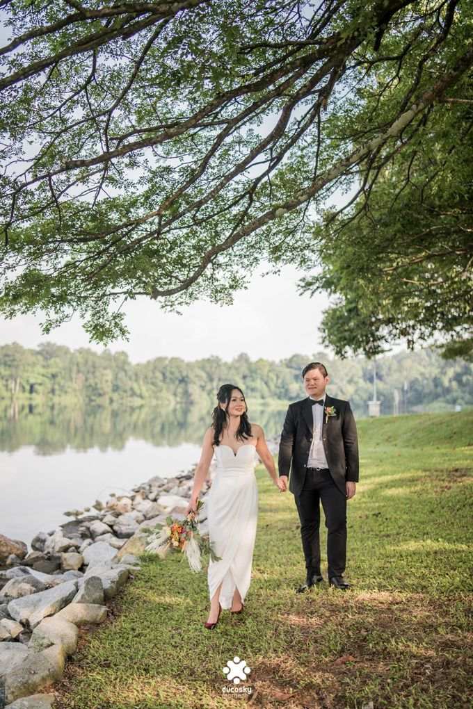 Martin Jnet Pre-Wedding | Strolling in a Park by Ducosky - 011