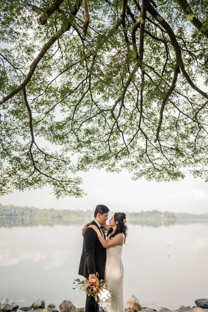 Martin Jnet Pre-Wedding | Strolling in a Park by Ducosky - 013