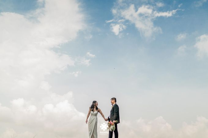 Martin Jnet Pre-Wedding | Strolling in a Park by Ducosky - 023