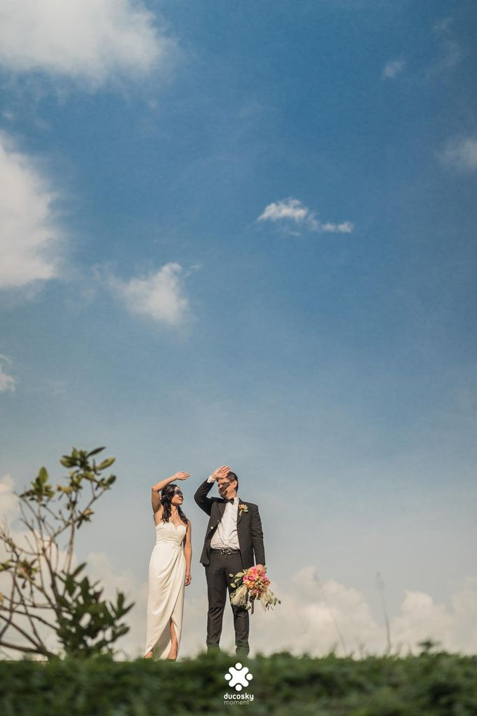 Martin Jnet Pre-Wedding | Strolling in a Park by Ducosky - 024