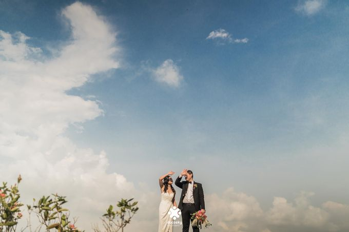 Martin Jnet Pre-Wedding | Strolling in a Park by Ducosky - 025