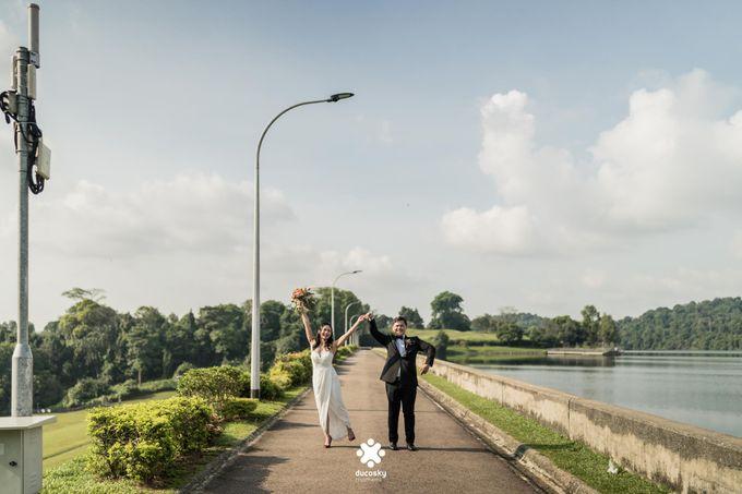 Martin Jnet Pre-Wedding | Strolling in a Park by Ducosky - 027
