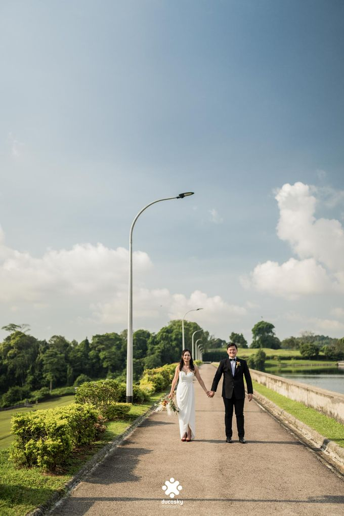 Martin Jnet Pre-Wedding | Strolling in a Park by Ducosky - 028