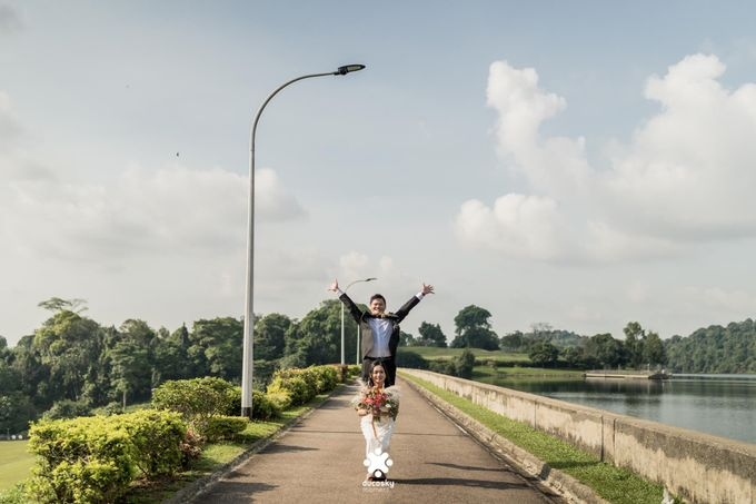 Martin Jnet Pre-Wedding | Strolling in a Park by Ducosky - 029