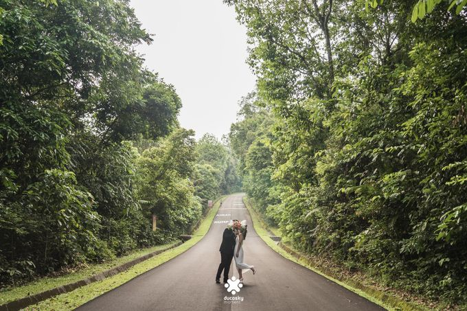 Martin Jnet Pre-Wedding | Strolling in a Park by Ducosky - 038