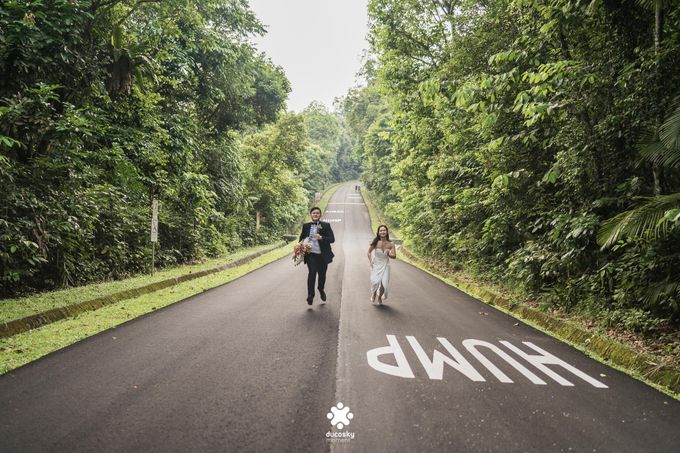 Martin Jnet Pre-Wedding | Strolling in a Park by Ducosky - 039